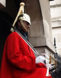 guard 232x300 Почему стоит поехать в Лондон?