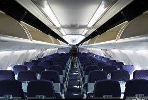 Пассажирский салон авиалайнера Boeing 737 NG