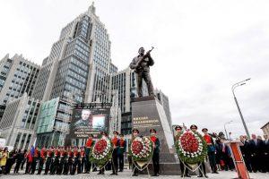 Памятник Калашникову памятник автомату АК-47