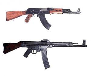 Автмат АК-47 и немецкий автомат SturmGewehr-44