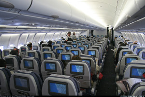 Пассажирский салон авиалайнера Airbus A330