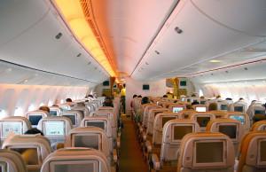 Пассажирский салон авиалайнера Boeing 777