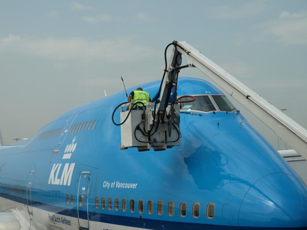 Подготовка к вылету Boeing 747 в аэропорту Амстердама - Шипхол